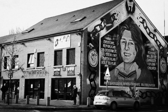 falls-road-sinn-fein-headquarters-with-bobby-sands-mural-belfast-northern-ireland-joe-fox